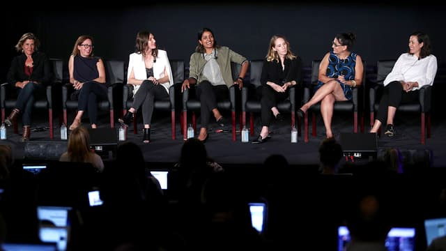 Les réalisatrices Gwyneth Horder-Payton, Liza Johnson, Rachel Goldberg, Meera Menon, Steph Green, Alexis Ostrander et Maggie Kiley durant une conférence à Beverly Hills le 9 août 2017