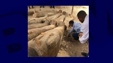 Une vingtaine de sarcophages de l'Égypte antique ont été découverts à Louxor.