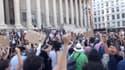 Une manifestation contre les violences policières devant le palais de justice de Lyon.