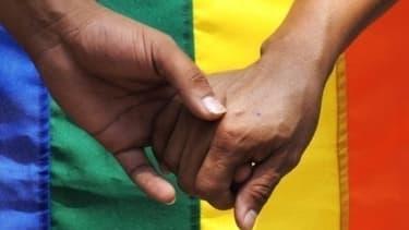 Pour les couples homosexuels, se tenir la main dans la rue n'est pas un geste anodin.