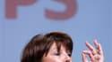 """Selon le premier secrétaire du Parti socialiste, Martine Aubry, les primaires à gauche en vue de l'élection présidentielle en 2012 auront lieu au milieu de l'année 2011, """"avant ou après l'été"""". /Photo prise le 27 mars 2010/REUTERS/Vincent Kessler"""