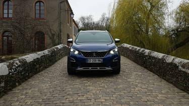 Avec son look moderne, ses nombreux équipements et le moteur HDi de 180 ch sous le capot, ce Peugeot 3008 GT présente des arguments séduisants.