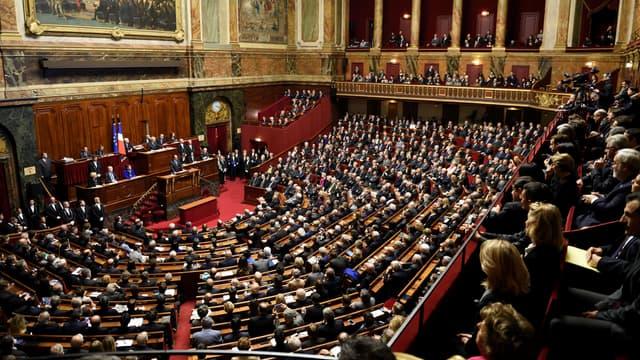 Le Sénat et l'Assemblée nationale se réunissent ce lundi dans la salle du Congrès à Versailles.