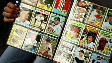 Une collection de cartes de baseball au Yankee Stadium, à New York, en 2008