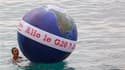 """A Nice mercredi, lors d'une manifestation du """"contre-sommet"""" au G20 organisé par des mouvements alter-mondialistes. Des représentants d'ONG de plusieurs pays, reçus par Nicolas Sarkozy à l'Elysée pour préparer le sommet de jeudi et vendredi à Cannes, ont"""
