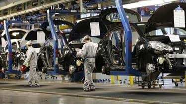 PSA Peugeot Citroën a annoncé vendredi que la CGT avait renoncé à son recours contre le plan de restructuration engagé par le groupe en France. Le constructeur automobile a signé le même jour avec le syndicat un accord mettant un terme à la grève engagée