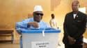 Le président malien IBK en plein vote, dimanche dernier.