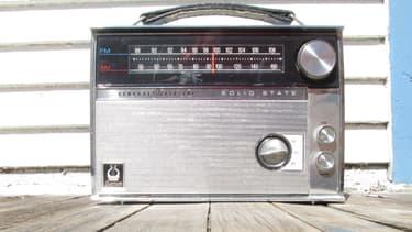 Une vieille radio des années 1970 (illustration)