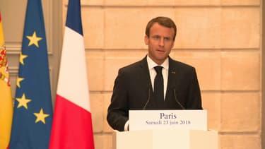 Emmanuel Macron tenait une conférence de presse en compagnie du Premier ministre espagnol.