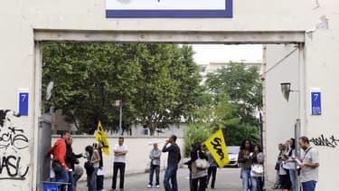 Des salariés manifestant sur le site Teleperformance de Lyon, en 2010.