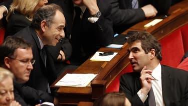 Christian Jacob, ici en discussion avec le patron de l'UMP Jean-François Copé, a été réélu mercredi président du groupe UMP à l'Assemblée nationale dès le premier tour d'un scrutin interne considéré comme le premier acte de la bataille pour la direction d
