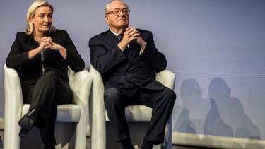 Jean-Marie et Marine Le Pen le 29 novembre 2014 lors du congrès du FN.