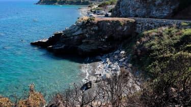"""Les déplacements aériens entre la France métropolitaine et la Corse ou les territoires d'Outre-Mer seront interdits """"sauf motif impérieux"""", précise un décret paru lundi au Journal officiel"""