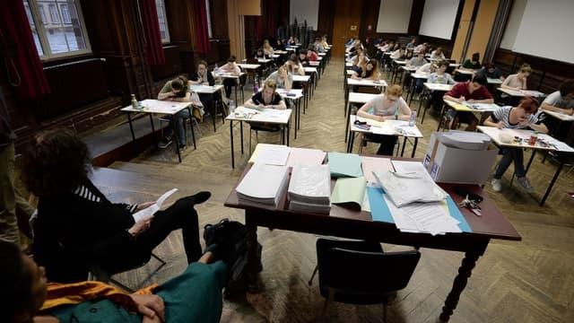 Des lycéens pendant une épreuve du bac en 2016 (photo d'illustration)