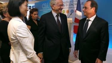 François Hollande avec Fleur Pellerin (à l'époque ministre de la Culture) et Olivier Schrameck (président du CSA)