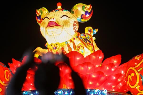 La parade du Nouvel An chinois à Yangzhou, en Chine, en février 2019, année du cochon