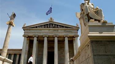 Selon un sondage BVA pour Canal+, 60% des Français sont favorables à une aide financière à la Grèce et 75% s'inquiètent de la situation financière de la France. /Photo prise le 23 avril 2010/REUTERS/Yiorgos Karahalis