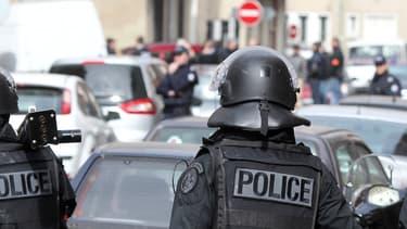 Des policiers de la BRI ont perquisitionné un immeuble à Mantes-la-Jolie ce vendredi après-midi. (Photo d'illustration)