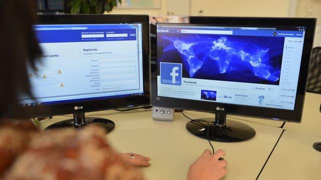 Facebook avait notamment été accusé de faciliter la diffusion de fausses informations lors de l'élection présidentielle américaine