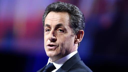 L'ancien chef de l'Etat, Nicolas Sarkozy, sort de l'ombre.
