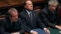 Silvio Berlusconi (ici entre le ministre de la Justice Roberto Maroni, à droite et le chef de file de la Ligue du Nord Umberto Bossi) a obtenu mardi la ratification par la chambre basse du parlement italien des comptes publics 2010 mais le résultat du vot