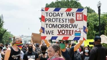 Des manifestants réunis près de la Maison Blanche, à Washington, le 6 juin 2020
