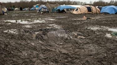 deux personnes ont été placées en garde à vue après qu'une rixe a éclaté mardi soir dans le camp de migrants de Grande-Synthe - 27 janvier 2016
