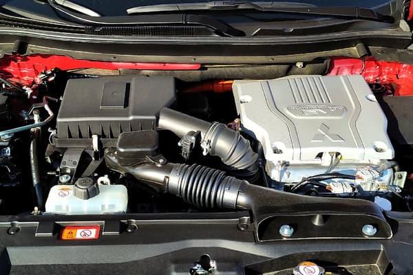 Le Mitsubishi Eclipse Cross repose essentiellement sur ses deux moteurs électriques (un sur le train avant, l'autre sur le train arrière) pour avancer. La puissance cumulée est donc de 188 chevaux.