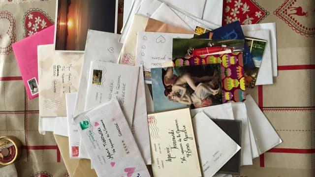 Une partie des centaines de cartes reçues par la famille pour l'anniversaire de la maman.
