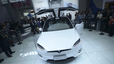 Un exemplaire de la Tesla Model X au Salon de l'automobile de Pékin, fin avril 2016.