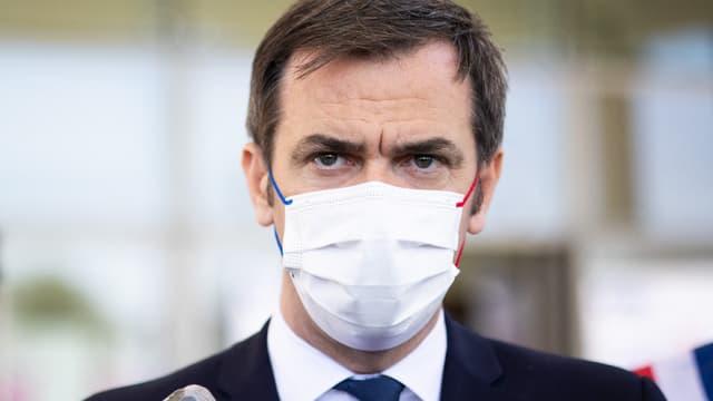 Olivier Véran en déplacement dans un centre de vaccination dans l'Essonne, le 24 avril 2021