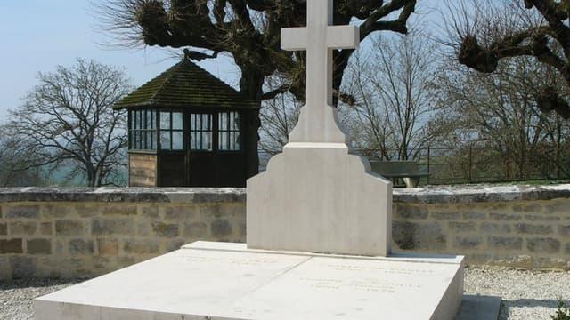 La tombe du général De Gaulle avant l'incident.
