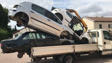La camionnette avec sa surcharge de près de 2 tonnes.