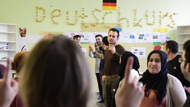 Le premier portail de l'emploi visant explicitement les réfugiés venus en Allemagne a été créé par une poignée de jeunes spécialistes allemands et un réfugié syrien .