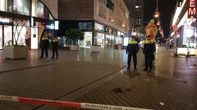 La police néerlandaise a interpellé l'homme soupçonné d'avoir blessé trois mineurs lors d'une attaque au couteau dans une rue de La Haye.
