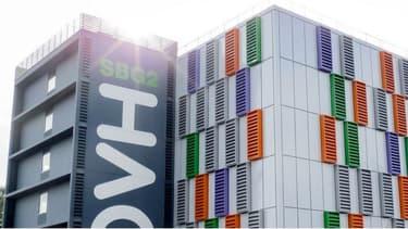 Le datacenter de Strasbourg a eu ses 2 arrivées électriques EDF distinctes en panne et les 2 chaînes de groupes électrogènes n'ont pas pu prendre le relais, provoquant une panne totale du site.