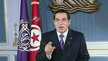 Zine ben Ali s'adresse à la nation tunisienne le 13 janvier, la veille de sa fuite en Arabie saoudite. L'ancien président, parti sous la pression de la rue, sera jugé par contumace à partir du 20 juin pour complot contre la sécurité de l'Etat, homicide pr