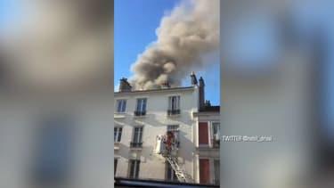 Une épaisse fumée se dégageait de l'incendie à Saint-Ouen ce jeudi.