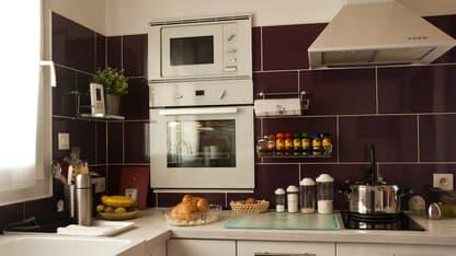Un décret fixe les équipements que doivent impérativement composer un logement meublé