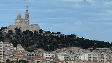 L'objectif du projet téléphérique vise à désengorger Notre-Dame-de-la-Garde et doper sa fréquentation, qui plafonne actuellement à deux millions de visiteurs par an