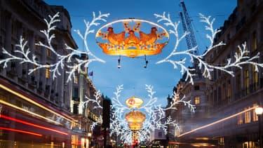 Le centre de Londres, le 18 décembre 2013, décoré aux couleurs de Noël.