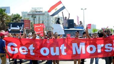 Des Egyptiens manifestent contre Morsi, vendredi, à Alexandrie.