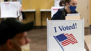 Des électeurs votent à Arlington, en Virginie, le 18 septembre 2020, premier jour autorisé pour le vote en personne anticipé pour les élections présidentielle et parlementaires américaines du 3 novembre 2020
