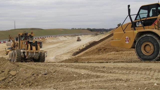 Sur un site du projet de canal Seine-Nord Europe. Le ministre des Transports Frédéric Cuvillier a annoncé la remise à plat du projet dont le calendrier initial prévoyait un début de travaux en 2012 pour une mise en service en 2016. L'appel d'offres a été