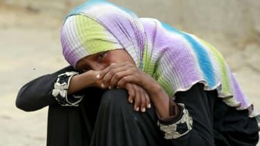 Désolation d'une Yéménite après un raid meurtrier de l'aviation d'Arabie saoudite le 13 juillet 2015 à Sanaa