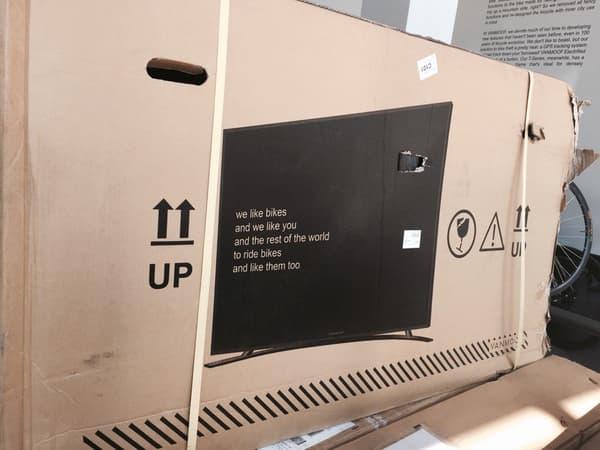 Ce simple emballage de TV à écran plat protège son contenu bien mieux qu'un carton à vélo.