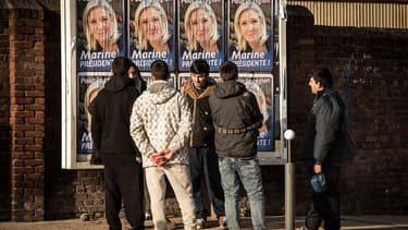 Des affiches de campagne de Marine Le Pen dans le Nord