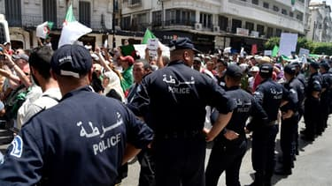 Policiers devant une manifestation à Alger (illustration)