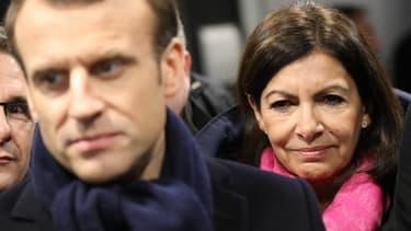 Anne Hidalgo derrière Emmanuel Macron, lors d'une visite consacrée aux JO 2024, le 27 février 2018