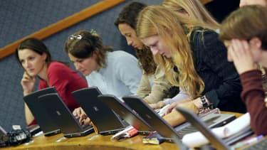 Un étudiant peut débourser jusqu'à 45.000 euros pour suivre un cursus dans une prestigieuse école de commerce.